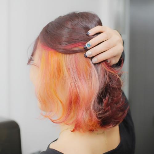 ヘアスタイル ヘアカラー インナーカラー 黄色 イエロー オレンジ カラフル ガーネット ピンク