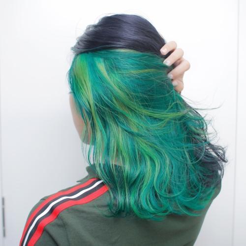 ヘアスタイル ヘアカラー インナーカラー 黒髪 緑 グリーン