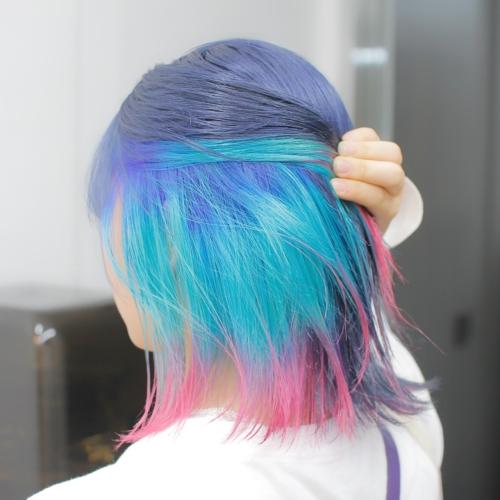 ヘアスタイル ヘアカラー インナーカラー 青 エメラルド カラフル ネイビー ピンク ブルー